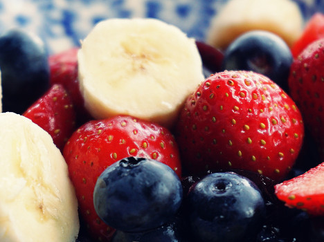 antioxidant-banana-berries-1120581-468
